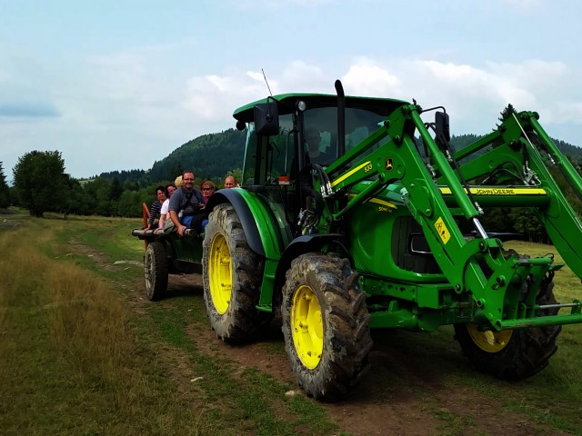 The gastronomical tour with John Deere at a traditional sheepfold.